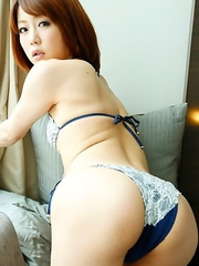 Saki Ninomiya sexy can be very naughty when she plays